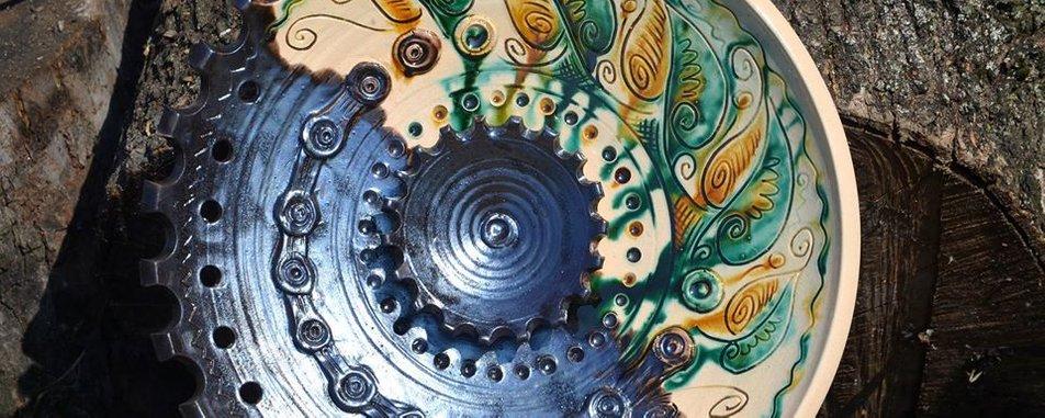 В ногу з часом: як гончар Сергій Дутка створює незвичну косівську кераміку (ФОТО,ВІДЕО)