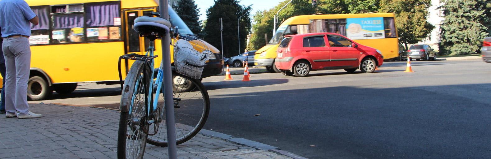 Закриту черепно-мозкову травму і перелом отримала велосипедистка, постраждала в ДТП на Прикарпатті