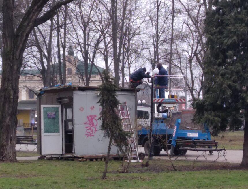 Цілодобовий пункт охорони з'явився на Привокзальній площі (ФОТО)