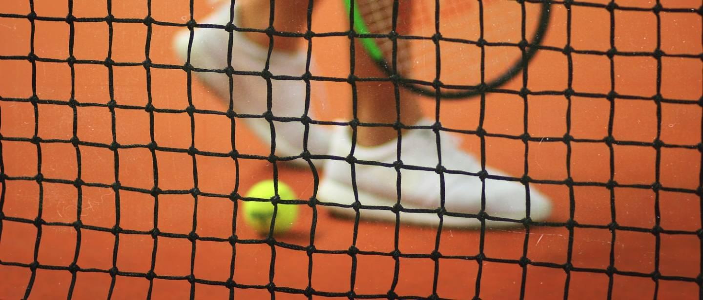 """В Італії дві тенісистки провели """"карантинне"""" тренування на дахах будинків (ВІДЕО)"""