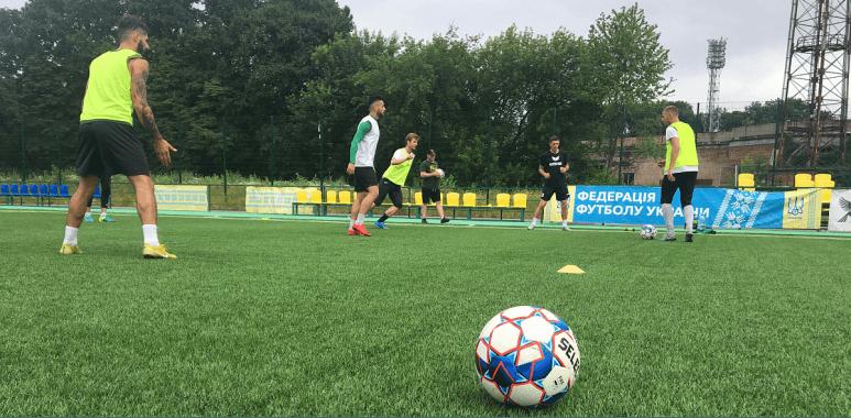 """Футболісти """"Прикарпаття"""" можуть почати тренуватися з 12 травня – перед тим усіх перевірять на COVID-19"""