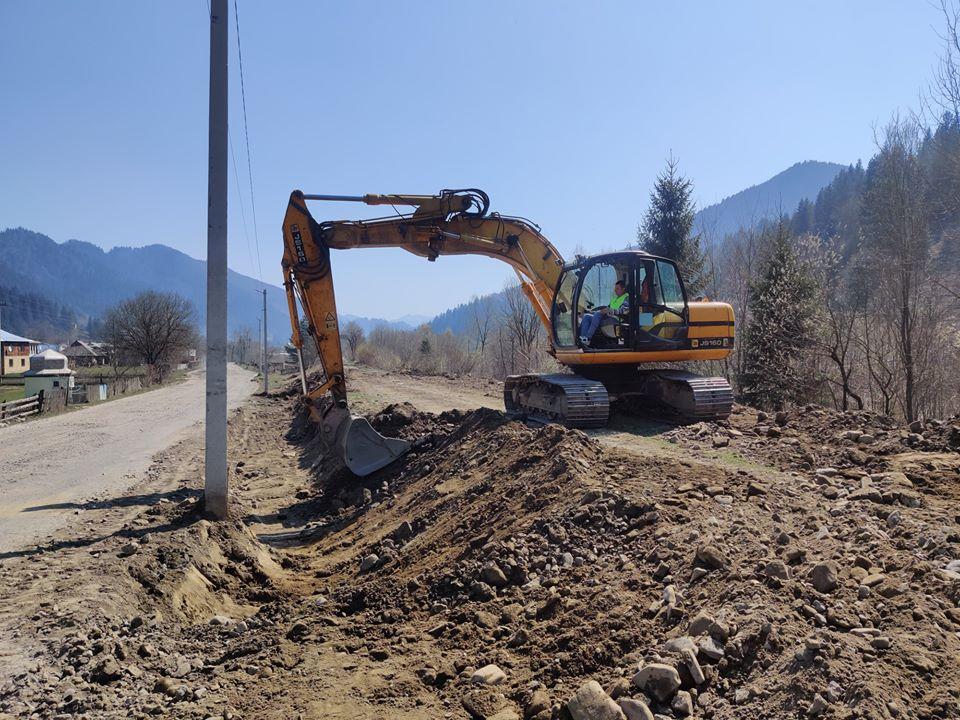 На Верховинщині ремонтують дорогу, яка з'єднує Прикарпаття й Буковину (ФОТО)