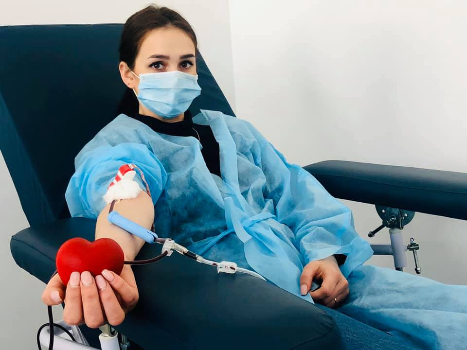Поліціянти здали кров для пацієнтів франківських лікарень (ФОТО)