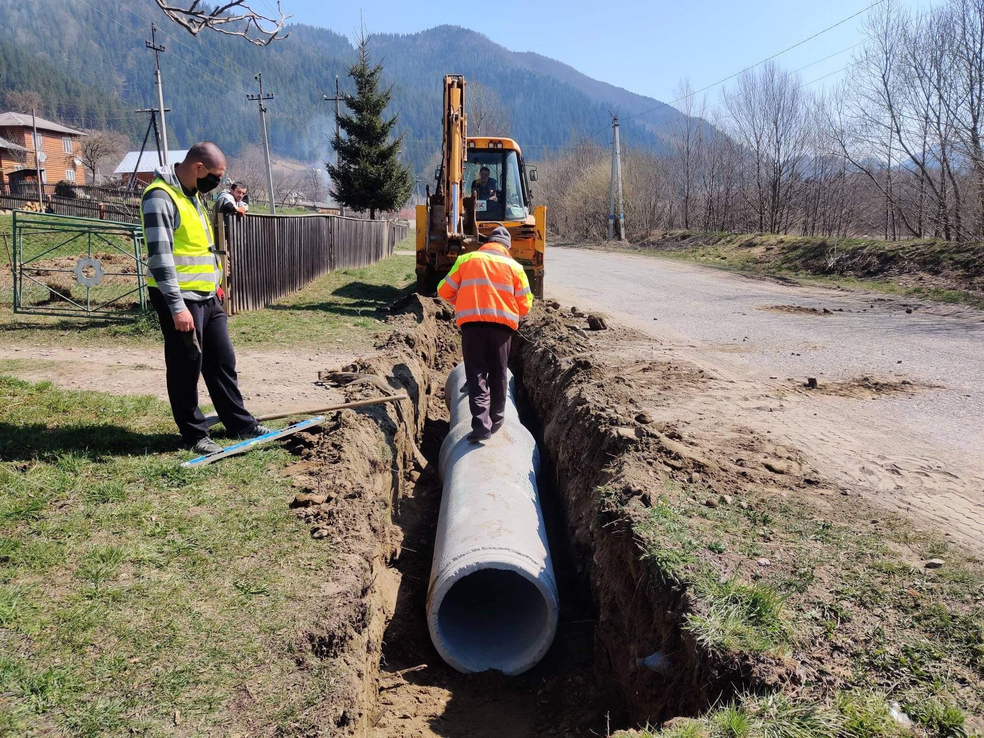 Велике будівництво: дорожники показали, як на Прикарпатті ремонтують дорогу державного значення (ВІДЕО)