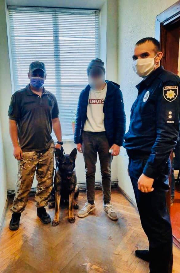Службова собака допомогла знайти зниклого підлітка на Прикарпатті (ФОТО)