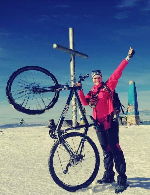 246 кілометрів велосипедом: франківська мандрівниця двоколісником піднялася на Говерлу (ФОТО)