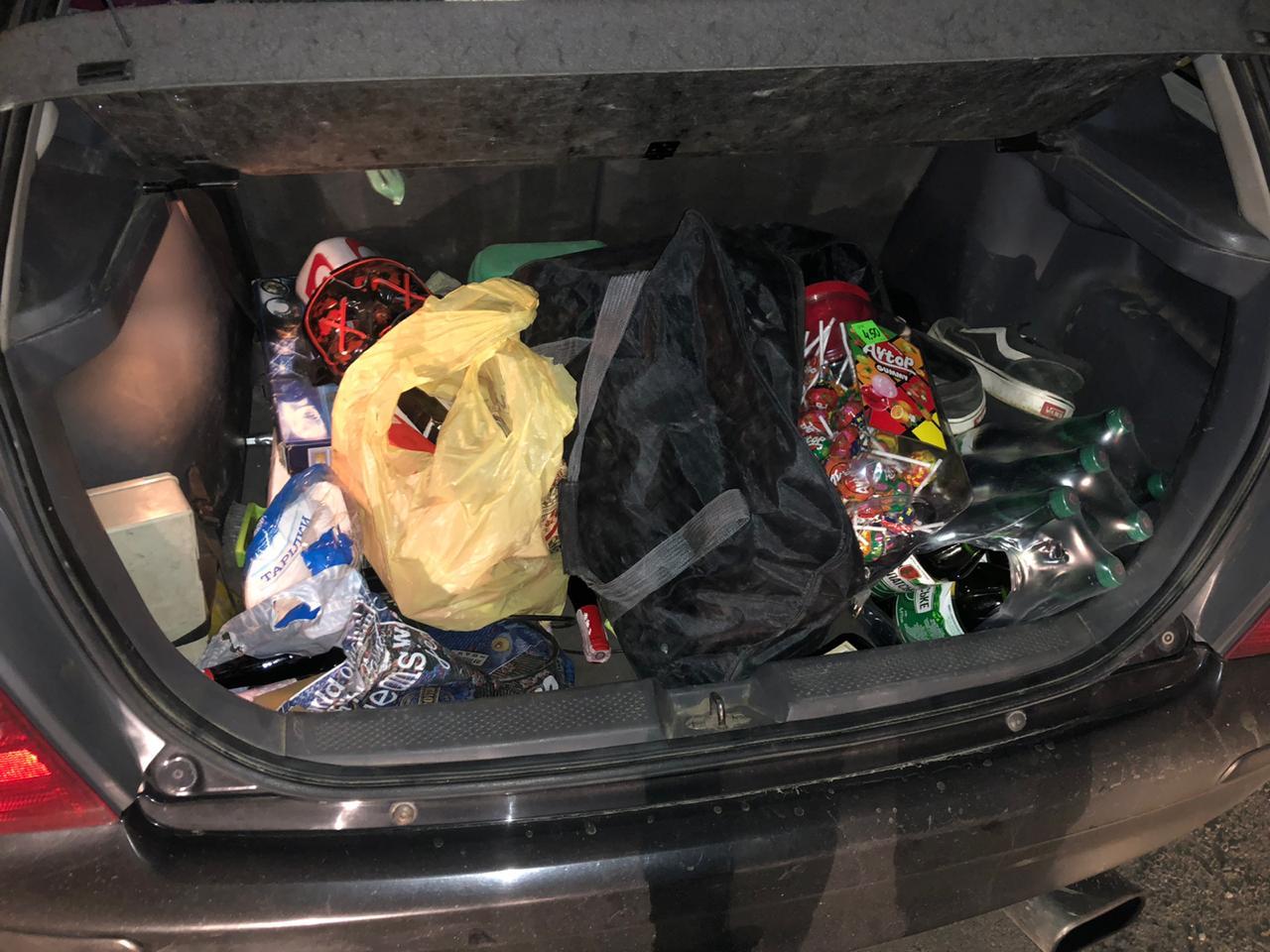 Вночі у Франківську затримали двох магазинних крадіїв (ФОТО)