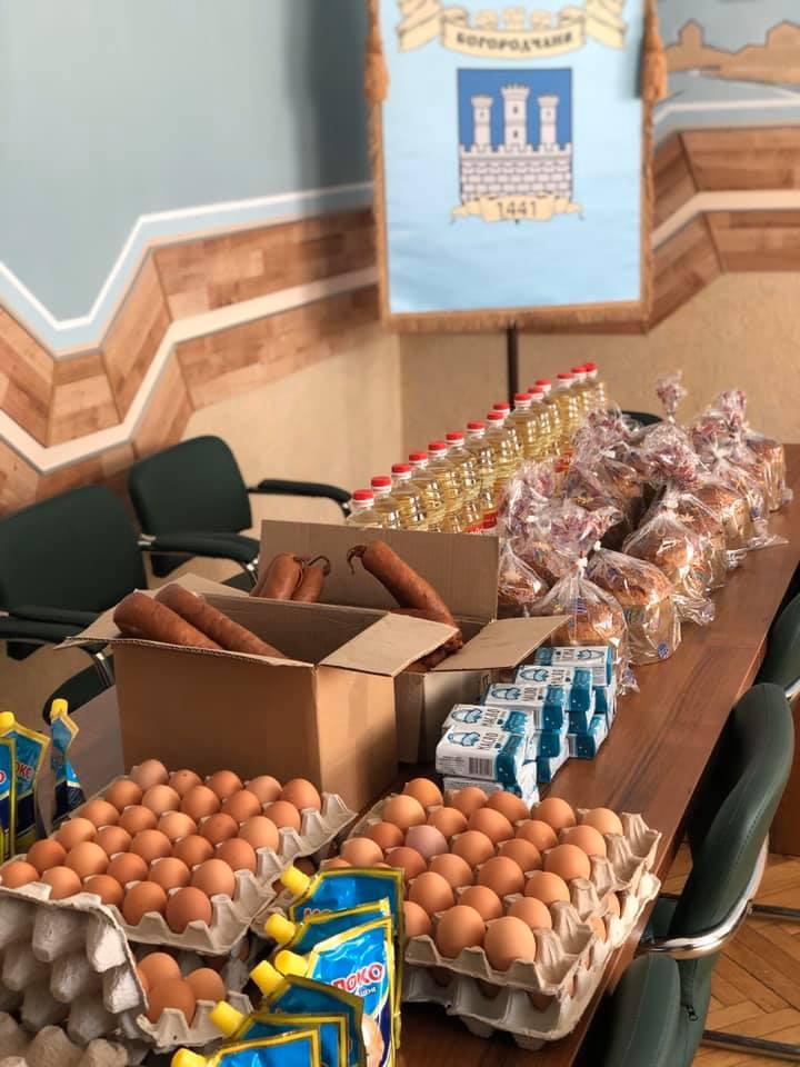 Потребуючі богородчанці отримали набори продуктів до свят (ФОТО)