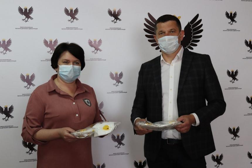 Працівники обласної прокуратури відмовилися від зарплати, аби закупити засоби захисту для медиків (ФОТО)