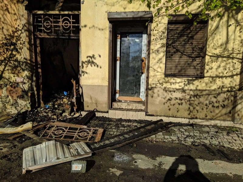 У центрі міста горіла закинута будівля – всередині знайшли два трупи (ФОТО, ВІДЕО)