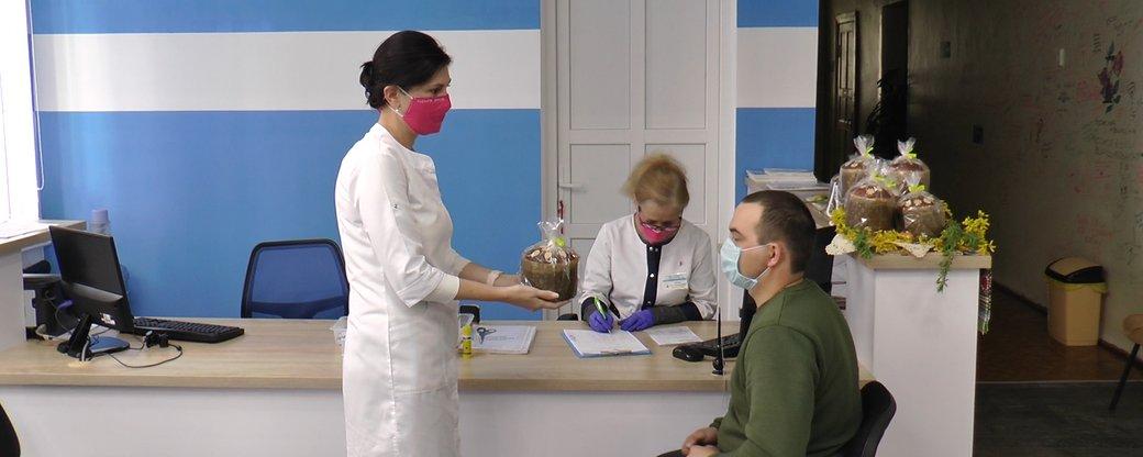 """""""Здай кров – отримай паску"""": обласний центр служби крові заохочує стати донорами (ВІДЕО)"""