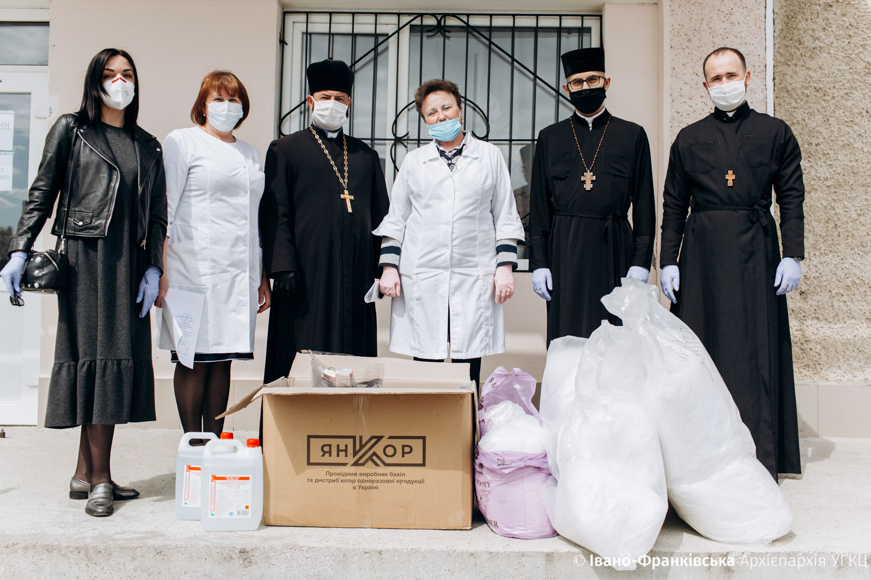 Три районні лікарні на Прикарпатті отримали засоби захисту від УГКЦ та енергетиків (ФОТО)