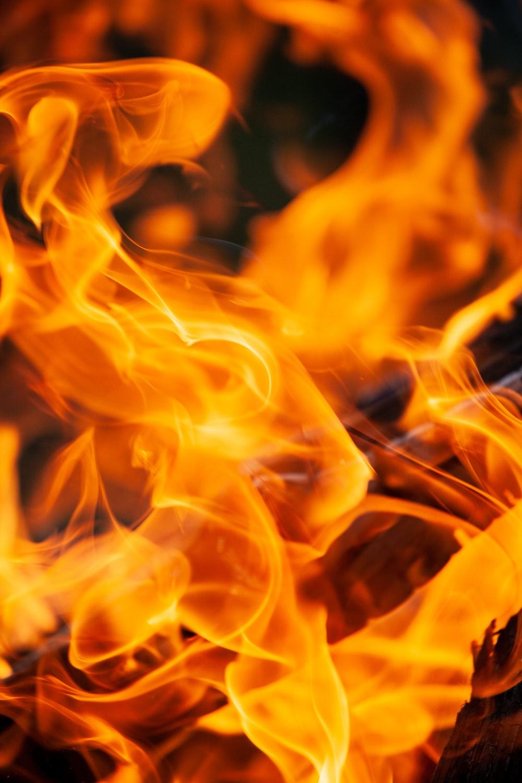 Вночі у Франківську була масштабна пожежа: горіла СТО (ФОТО)