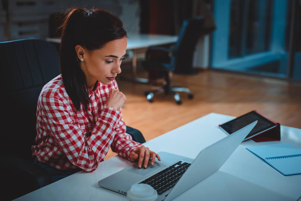 Галка рекомендує: як сидіти за ноутбуком, щоб не боліла спина