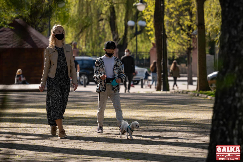 Франківцям розповіли, де можна вигулювати собак у міському парку