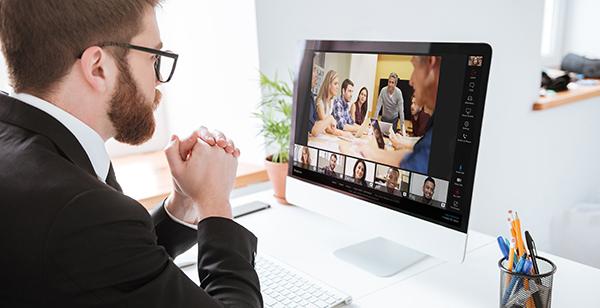 У франківському виші вчать, як тримати смартфон, де сидіти та в якій позі під час відеоконференцій