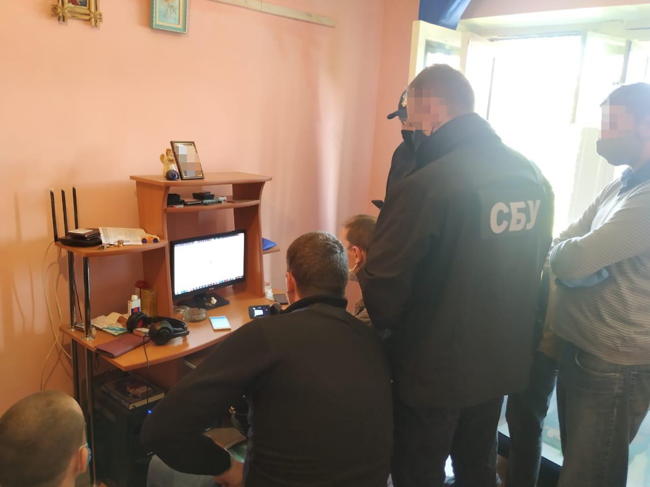 В Івано-Франківську СБУ та кіберполіція затримала всесвітньо відомого хакера (ФОТО)
