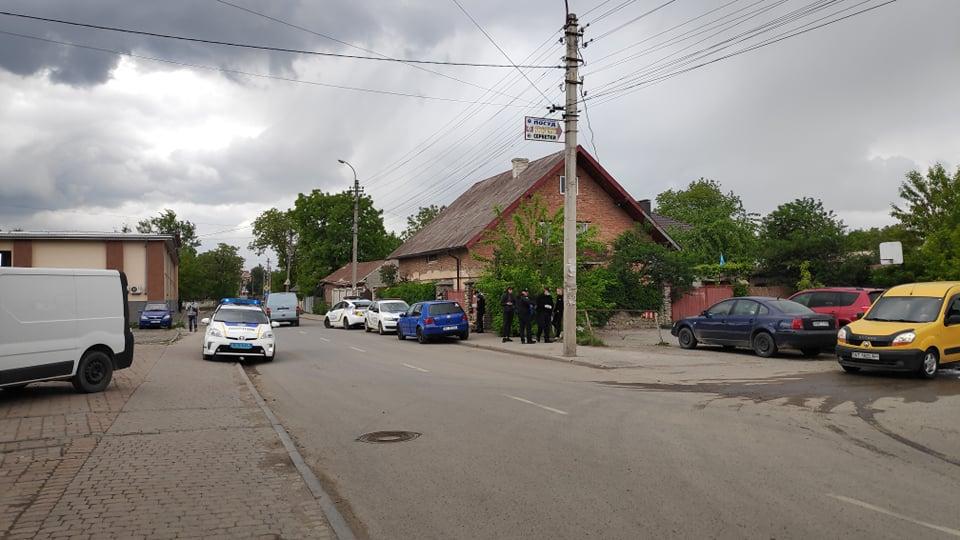 У Франківську за порушення ПДР зупинили авто. Водій був п'яний, пасажири – з наркотиками