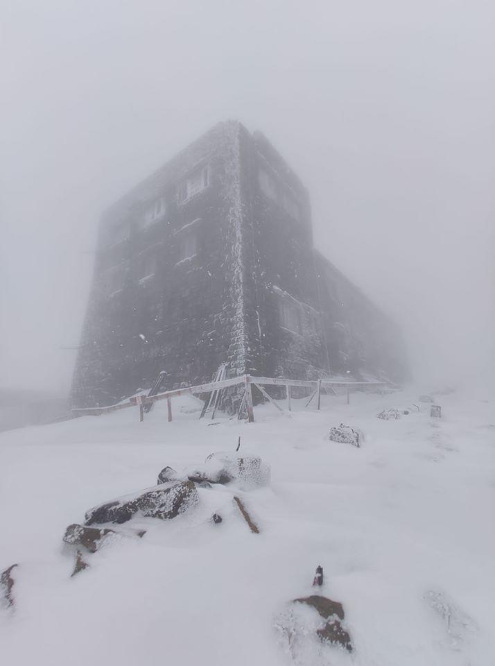 У Карпатах випало до 15 сантиметрів снігу (ФОТО)