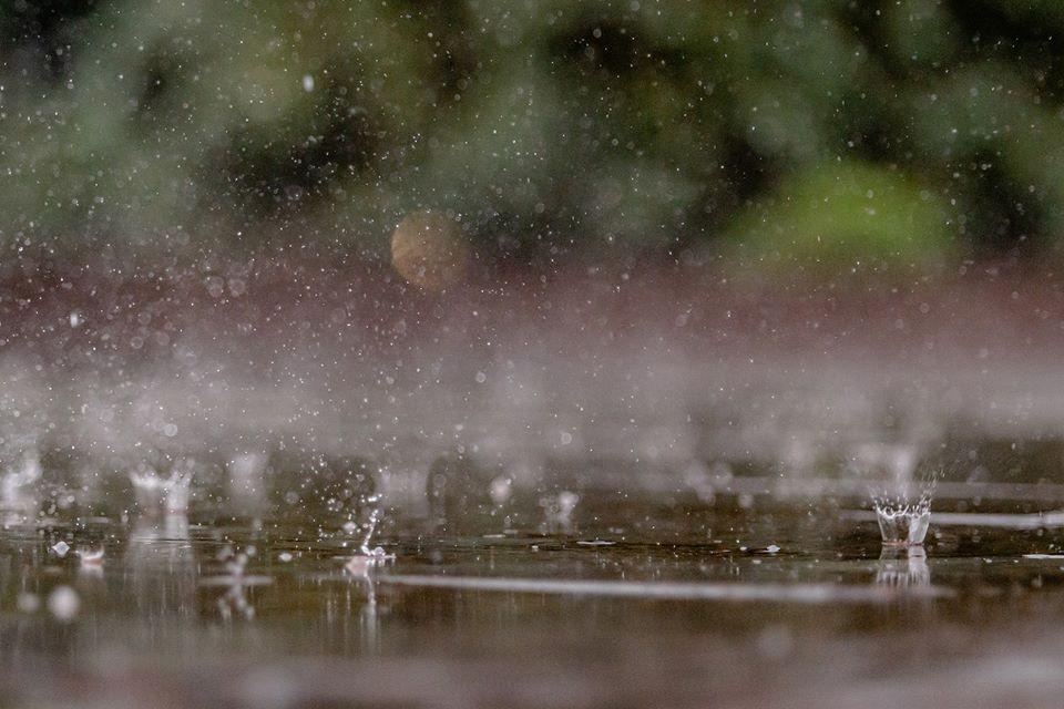 «Дощовий» фоторепортаж з центру Івано-Франківська