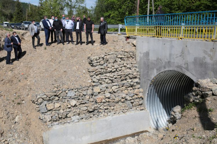 Нардеп Тимофійчук оглянув дорогу Яблунів-Космач, яку ремонтують за гроші Іванчука (ФОТО)
