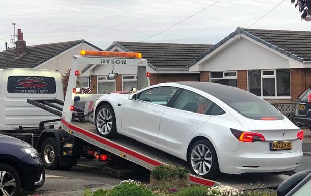 У нової Tesla Model 3 відвалилося кермо під час руху (ФОТО)