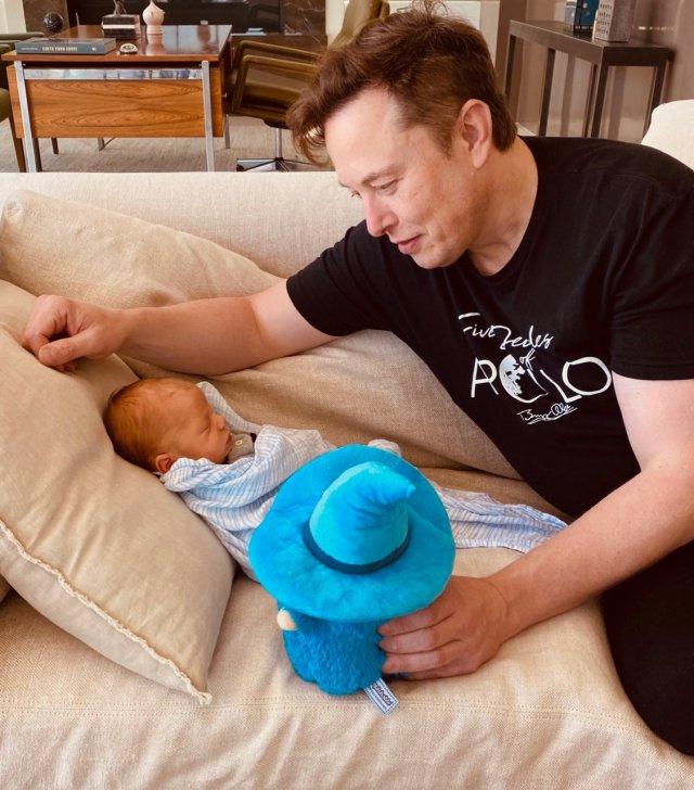 Кохана Ілона Маска показала, як винахідник няньчиться з новонародженим сином (ФОТО)