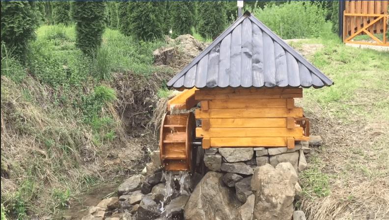 """Водяний млин встановили у національному парку """"Гуцульщина"""" (ВІДЕО)"""