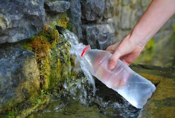 У Калуші через бактерії радять не пити воду з трьох джерел