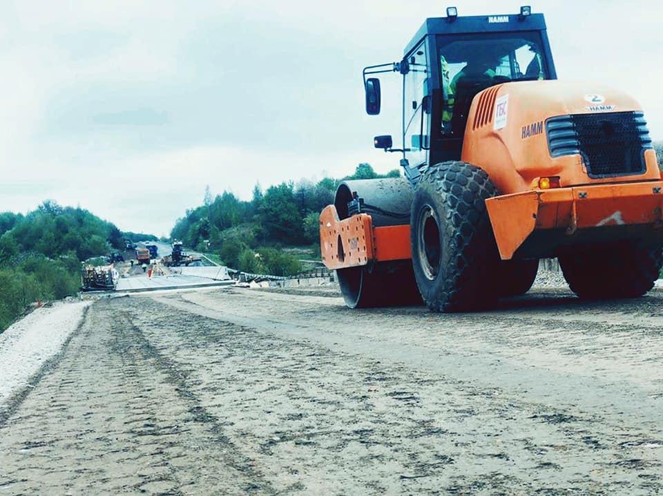 На Рогатинщині ремонтують дорогу міжнародного значення (ФОТО)