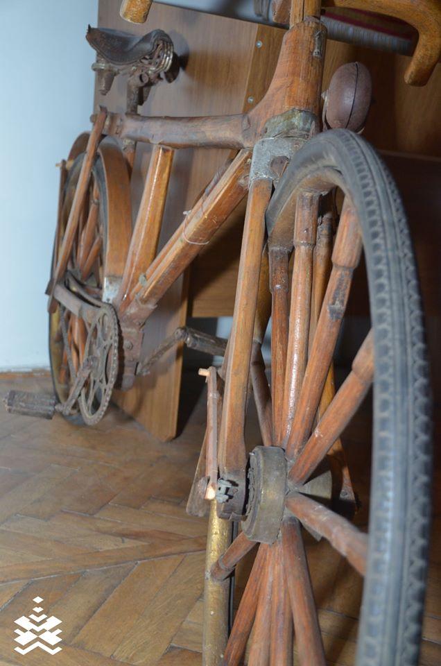 У краєзнавчому музеї Франківська зберігся рідкісний дерев'яний велосипед (ФОТО)