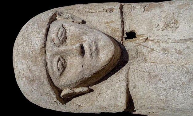 У Єгипті археологи знайшли мумію дівчини-підлітка у дерев'яному саркофагу (ФОТО)