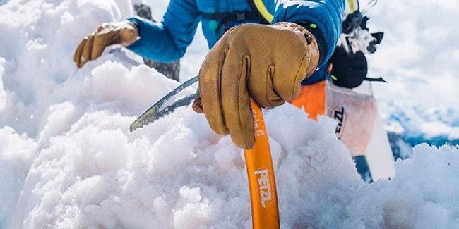Чому зимовим туристам потрібні льодобури