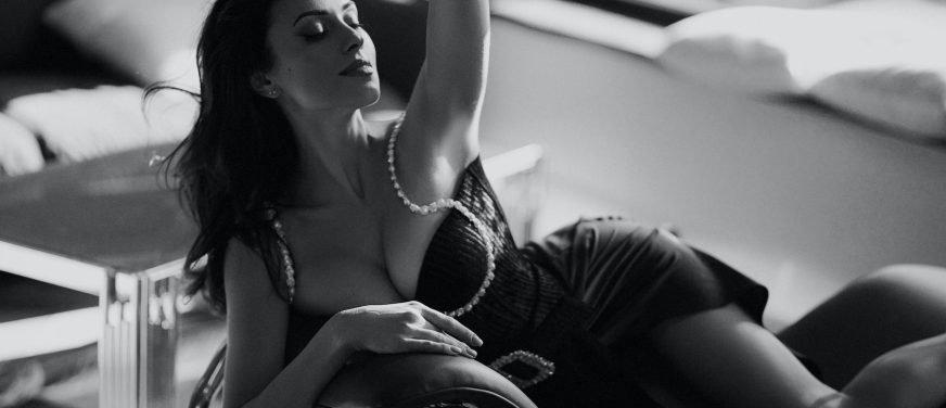 Сексуальна українська діджейка знялася в пікантній фотосесії для чоловічого глянцю (ФОТО)