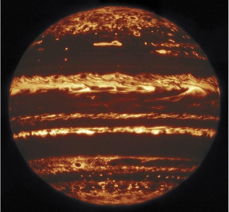 Газовий гігант у всій красі: астрономи отримали найякісніший знімок Юпітера (ФОТО)