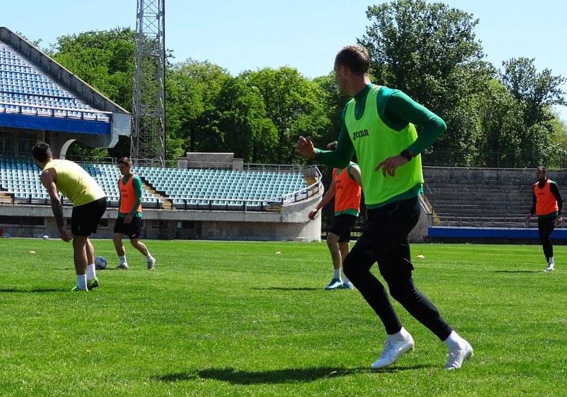 """Футболісти """"Прикарпаття"""" показали, як тренуються (ФОТО)"""