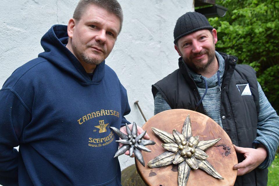 Австрійські ковалі створили для Франківська дві квітки едельвейса (ФОТО)