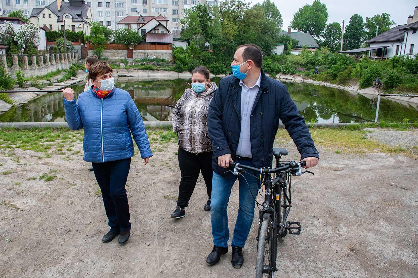 Чиновники на велосипедах перевірили шість франківських вулиць (ФОТО)