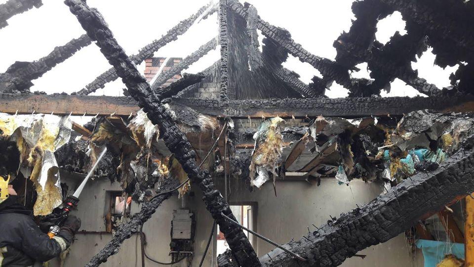 19 рятувальників вночі гасили пожежу сауни на Тисмениччині (ФОТО)