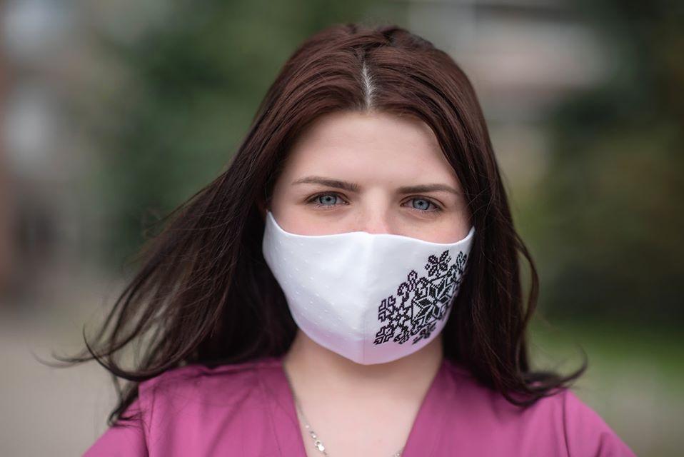 Газовики передали медикам 200 масок-вишиванок (ФОТО)