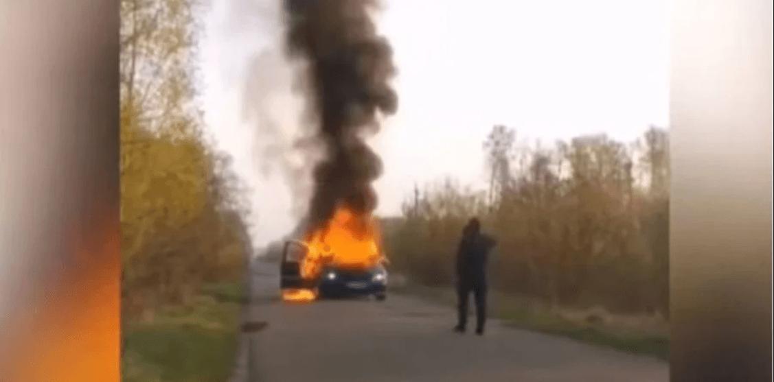 На Волині чоловік спалив машину з деревиною, щоб приховати незаконну вирубку (ВІДЕО)