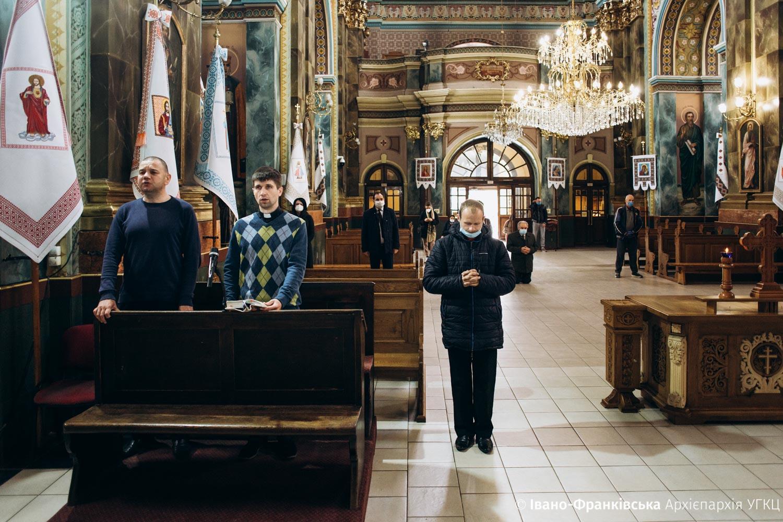 В Івано-Франківську молилися за школярів та студентів