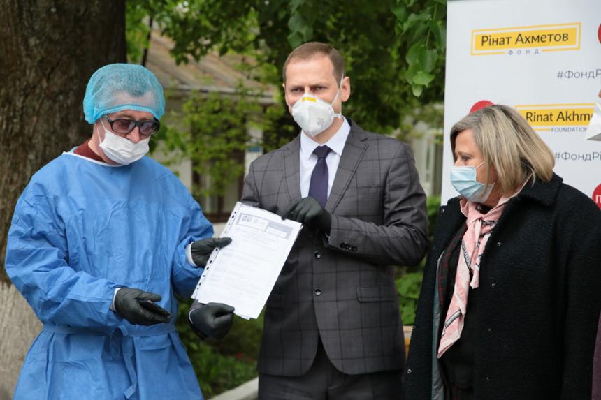 Сучасний апарат штучної вентиляції легень отримала обласна інфекційна лікарня (ФОТО)