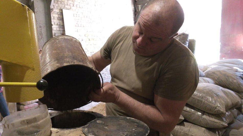 На Прикарпатті ветеран війни з відходів виготовляє біопаливо (ФОТО, ВІДЕО)