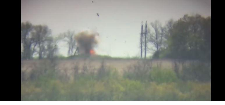 Українські військові підірвали ракетою авто бойовиків, що возило боєприпаси (ВІДЕО)