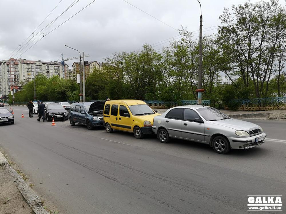 Масштабна ранкова ДТП: п'ять машин зіткнулися на Незалежності (ФОТО)