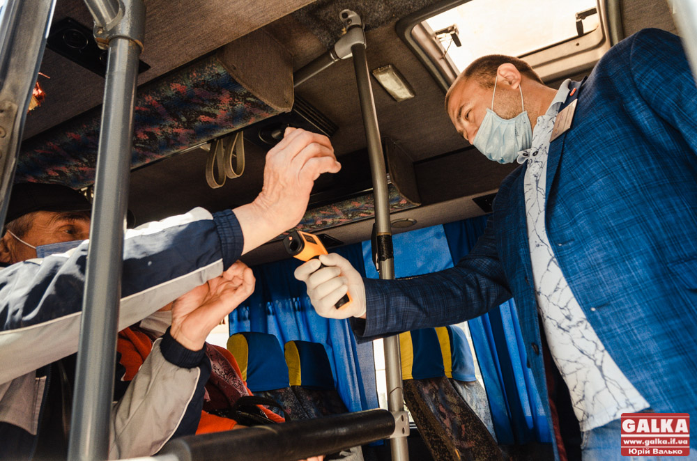 Автобусів більше, ніж пасажирів: центральний автовокзал відновив роботу (ФОТОРЕПОРТАЖ)