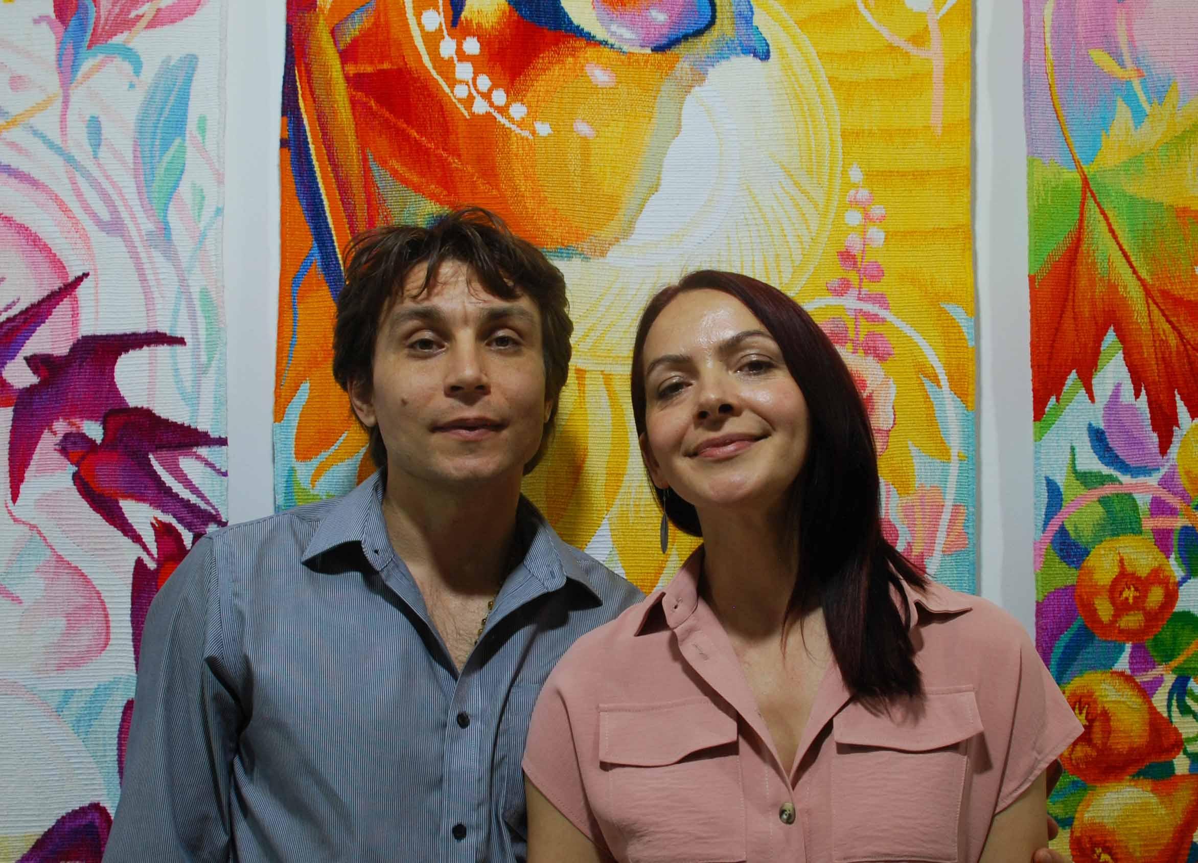 Подружжя митців з Косова поєднало різьбу і ткацтво в гобеленах (ВІДЕО)