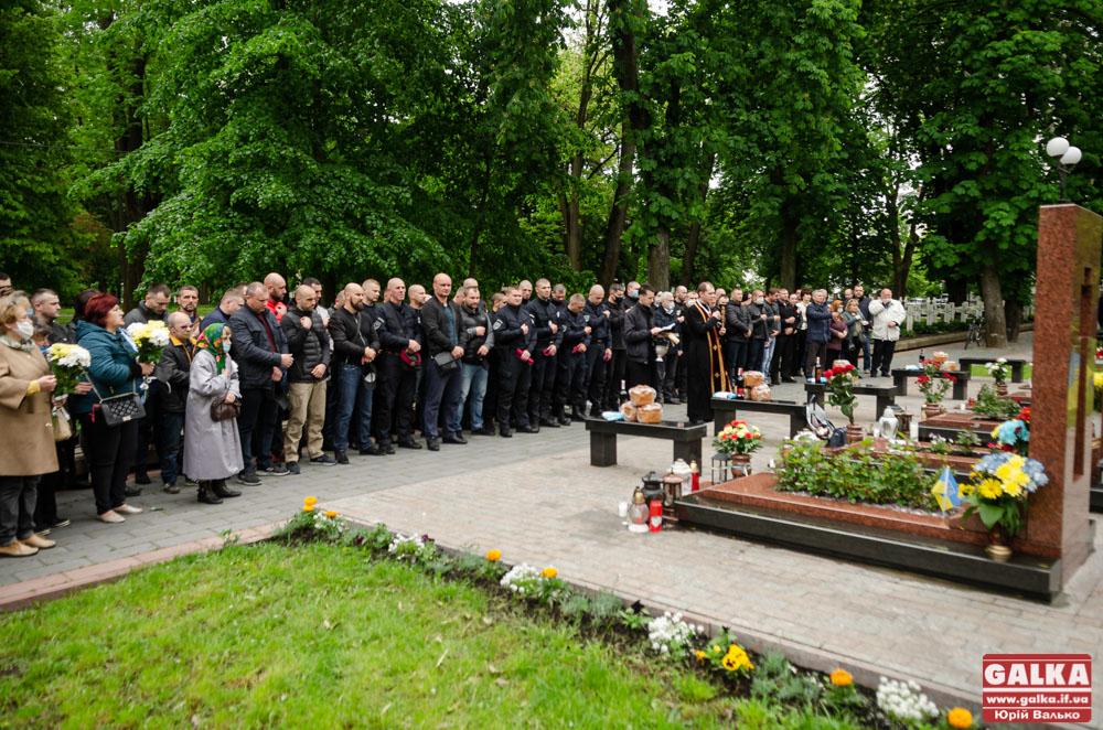 У Франківську вшанували пам'ять місцевих захисників України, котрі загинули в авіакатастрофі на Карачуні (ФОТО)