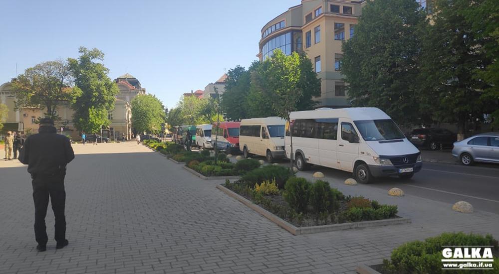 Перевізники Прикарпаття вимагають відновити рух автобусів в області (ФОТО)